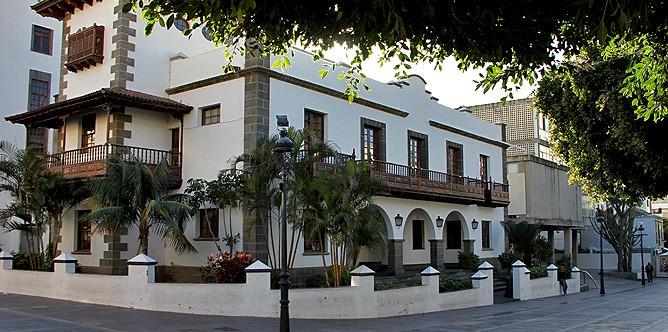 ayuntamiento-de-los-llanos-de-aridane-la-palma-rathaus-plaza-espana