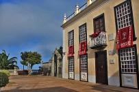 mazo-plaza-pedro-perez-diaz-con-biblioteca-municipal