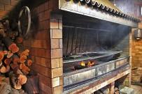 restaurante-las-norias-grill-asadero-terraza-bbq-al-encender