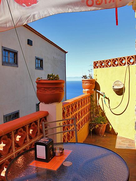 bar-restaurante-taberna-santi-santo-domingo-garafia-la-palma-balcon