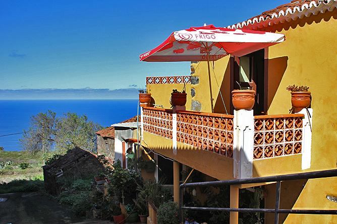 bar-restaurante-taberna-santi-santo-domingo-garafia-la-palma-balkon-meerblick