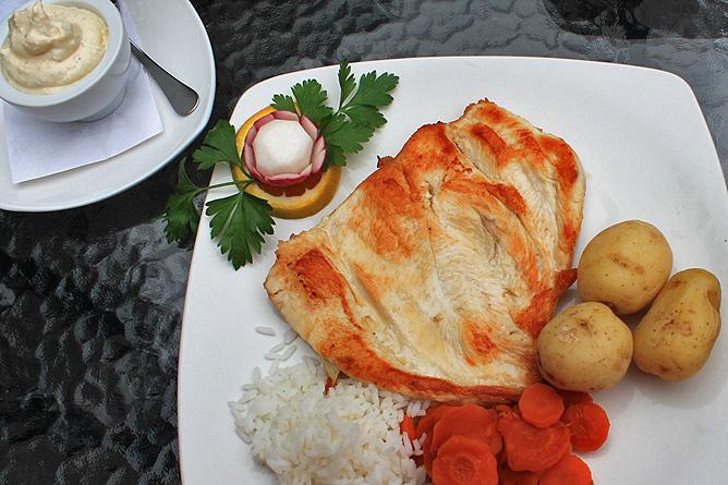 restaurante-la-mata-garafia-haehnchenbrust-gegrillt