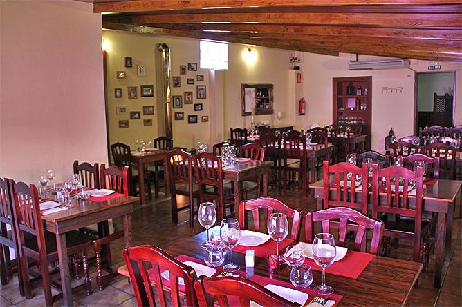 restaurante-la-mata-llano-negro-garafia-la-palma-comedor02