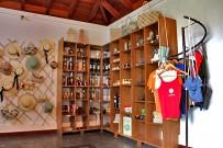 artesania-museo-del-puro-shop-ropa-cesteria-vinos-licores