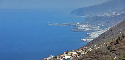 centro-de-visitantes-volcan-san-antonio-vulkan-fuencaliente-blick-nach-los-llanos-faro-bombilla