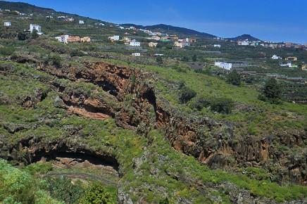 cueva-del-tendal-san-andres-y-sauces-vista-desde-san-juan-guanches-la-palma