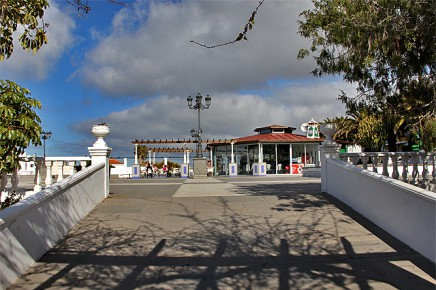 kiosco-el-paso-plaza-bar-sandwich-platz-recinto-ferial-escalera