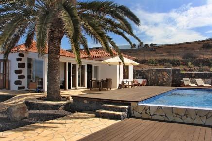 Villa_Palomar_Blick_auf_Haus_ und_Terrasse